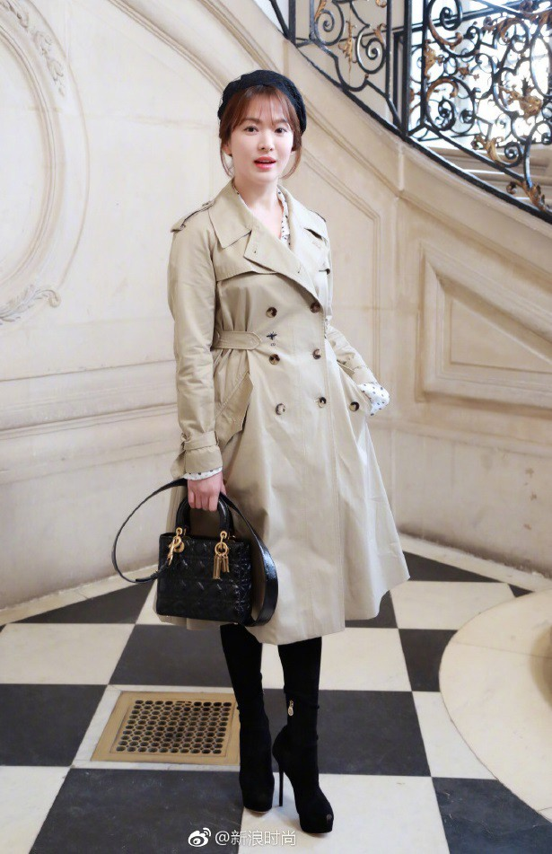 Chẳng ăn diện màu mè, Song Hye Kyo vẫn khiến người ta chú ý vì style thanh lịch tại show Dior - Ảnh 1.