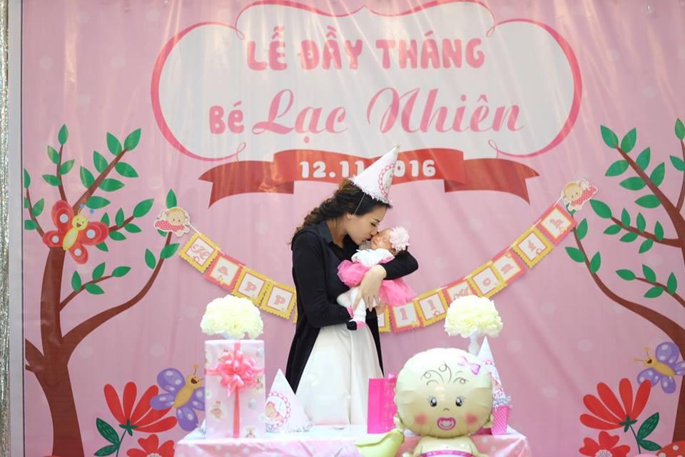 Người mẫu Hồng Quế: Bác sĩ dặn không khóc mà vẫn rơi nước mắt khi lần đầu thấy con, bước đi đầu tiên sau sinh là mẹ đẻ dìu dắt - Ảnh 6.