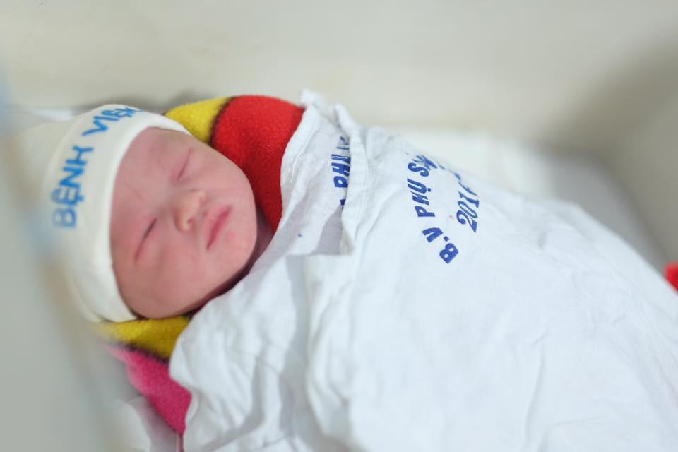 Người mẫu Hồng Quế: Bác sĩ dặn không khóc mà vẫn rơi nước mắt khi lần đầu thấy con, bước đi đầu tiên sau sinh là mẹ đẻ dìu dắt - Ảnh 5.