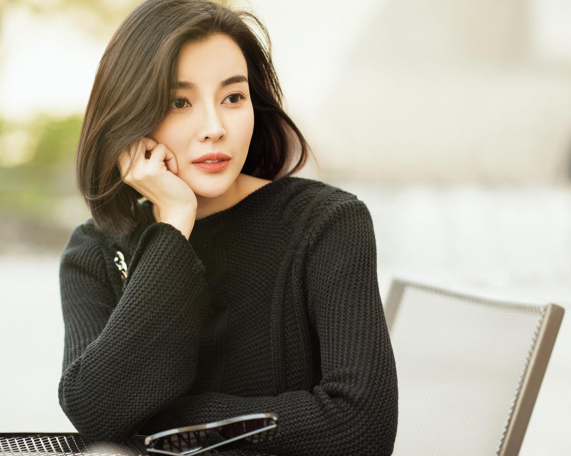 Nữ phụ Hậu duệ Mặt trời Cao Thái Hà: Tôi được mời cast vai bác sĩ chứ không phải trung úy  - Ảnh 6.