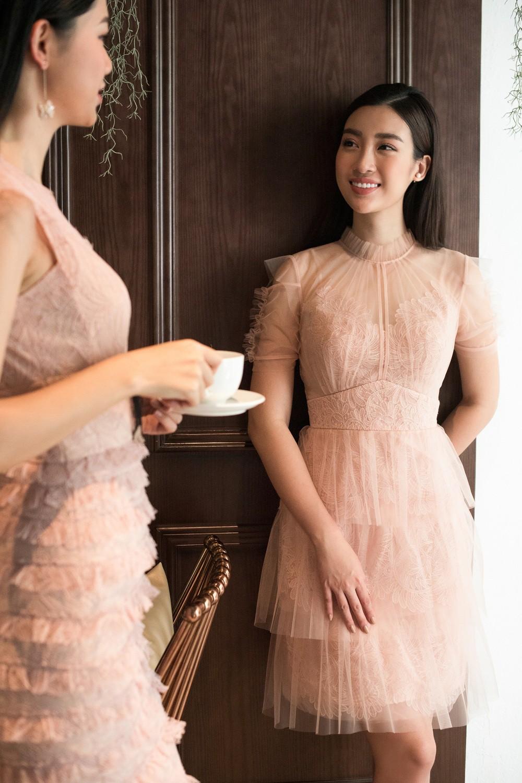 Hoa hậu Mỹ Linh, Á hậu Thanh Tú đốn gục trái tim mọi chàng trai với bộ ảnh ngọt ngào, nữ tính - Ảnh 7.
