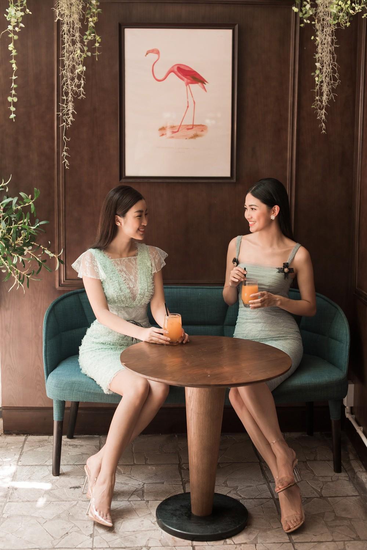 Hoa hậu Mỹ Linh, Á hậu Thanh Tú đốn gục trái tim mọi chàng trai với bộ ảnh ngọt ngào, nữ tính - Ảnh 12.