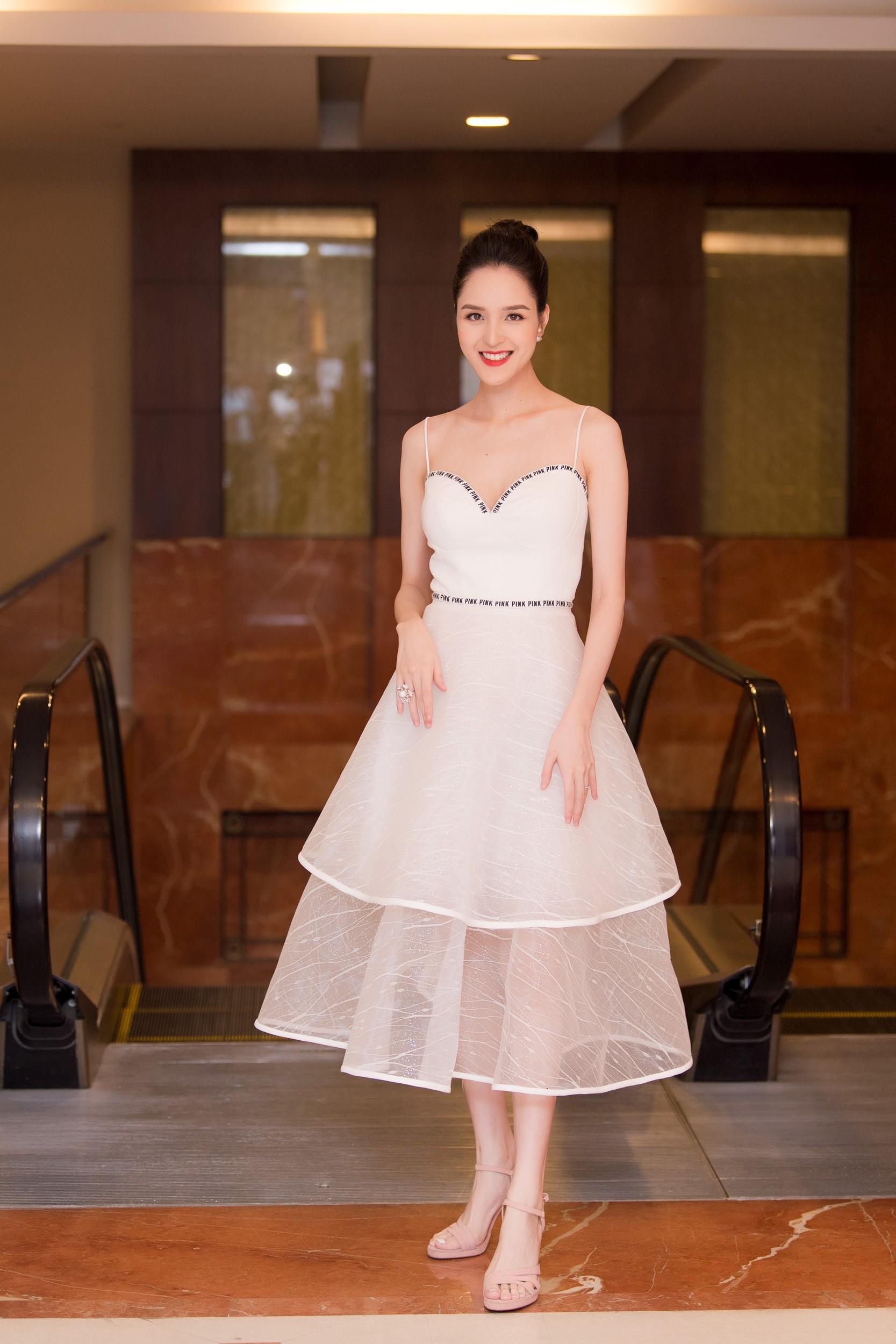 Hoa hậu Việt Nam 2018 mời bác sĩ nha khoa, nhân trắc học nhiều lần tránh để lọt thí sinh phẫu thuật thẩm mỹ - Ảnh 9.