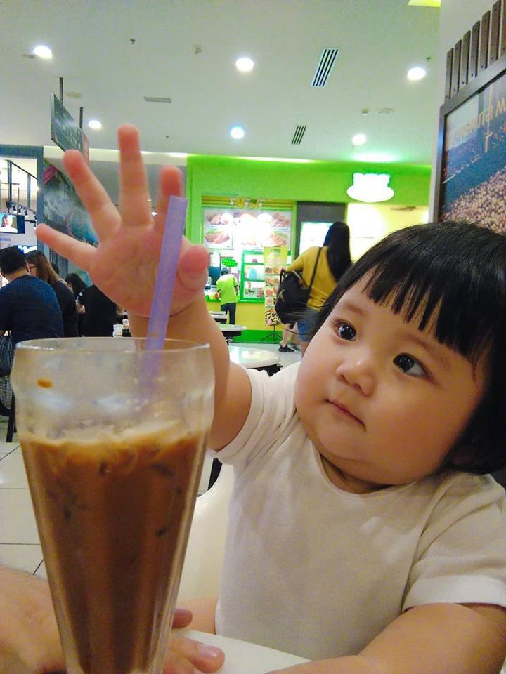 Mẹ đi đâu, con đu theo đấy - Bộ ảnh mẹ Việt chia sẻ khiến hàng nghìn mẹ có con nhỏ đồng cảm - Ảnh 9.