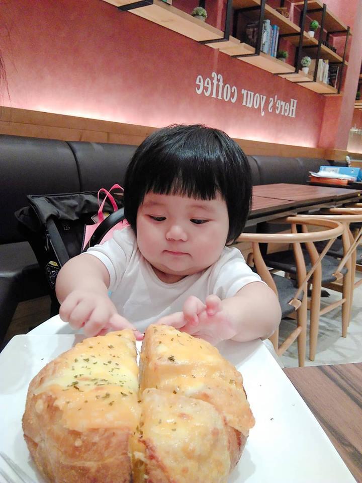 Mẹ đi đâu, con đu theo đấy - Bộ ảnh mẹ Việt chia sẻ khiến hàng nghìn mẹ có con nhỏ đồng cảm - Ảnh 10.