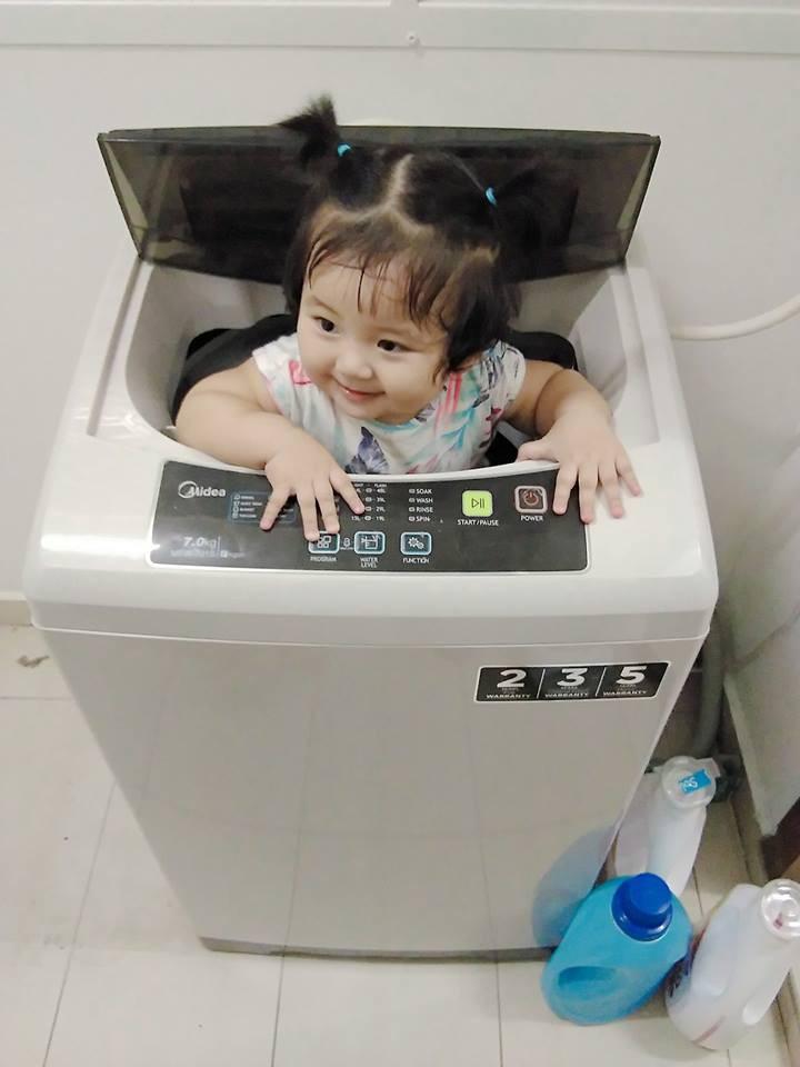 Mẹ đi đâu, con đu theo đấy - Bộ ảnh mẹ Việt chia sẻ khiến hàng nghìn mẹ có con nhỏ đồng cảm - Ảnh 2.