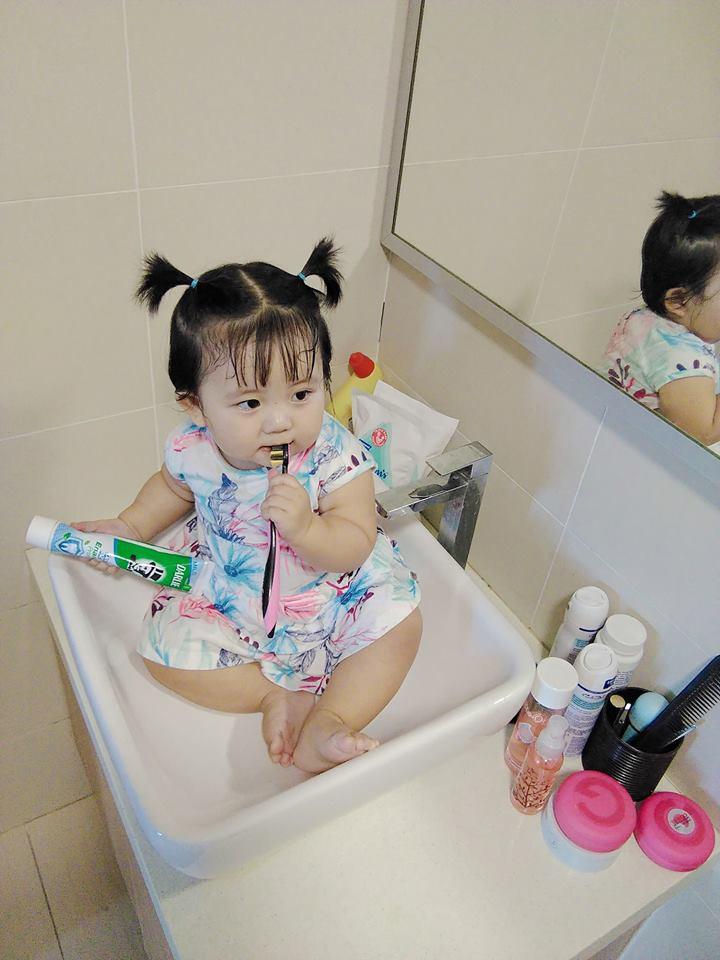 Mẹ đi đâu, con đu theo đấy - Bộ ảnh mẹ Việt chia sẻ khiến hàng nghìn mẹ có con nhỏ đồng cảm - Ảnh 3.