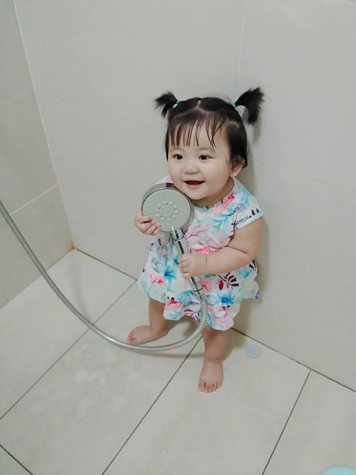 Mẹ đi đâu, con đu theo đấy - Bộ ảnh mẹ Việt chia sẻ khiến hàng nghìn mẹ có con nhỏ đồng cảm - Ảnh 7.
