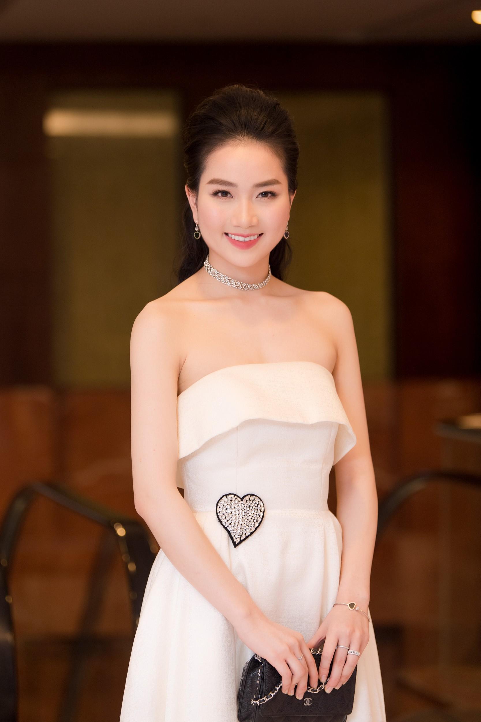 Hoa hậu Việt Nam 2018 mời bác sĩ nha khoa, nhân trắc học nhiều lần tránh để lọt thí sinh phẫu thuật thẩm mỹ - Ảnh 10.