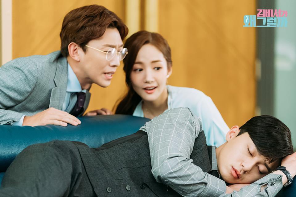 Hậu trường Thư Ký Kim: Quá bất ngờ với thứ đựng trong hộp quà Park Seo Joon mang ra đảo - Ảnh 16.
