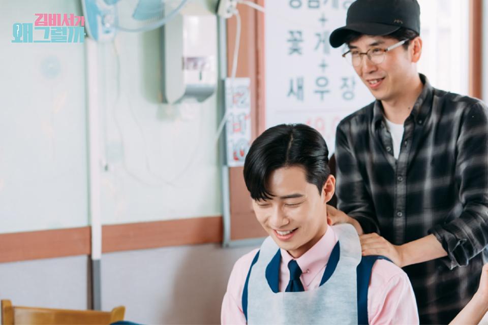 Hậu trường Thư Ký Kim: Quá bất ngờ với thứ đựng trong hộp quà Park Seo Joon mang ra đảo - Ảnh 19.