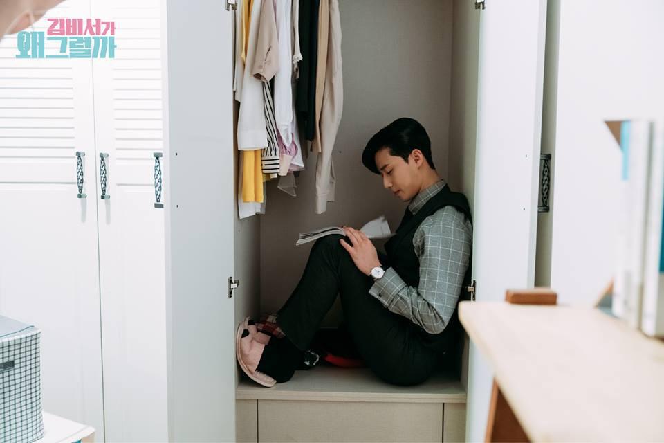 Hậu trường Thư Ký Kim: Quá bất ngờ với thứ đựng trong hộp quà Park Seo Joon mang ra đảo - Ảnh 21.
