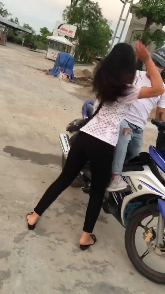 Nam thanh niên bắt cá 2 tay bị bạn gái chửi bới giữa đường: Mày không yêu thì nói ra, trả cho tao một năm đợi mày - Ảnh 3.