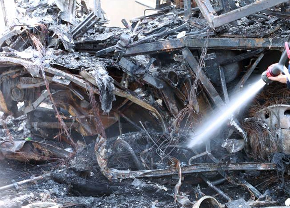 Người nhà khóc ngất đón thi thể người phụ nữ mang bầu 6 tháng tử vong trong vụ cháy xe khách ở Hà Nội - Ảnh 4.