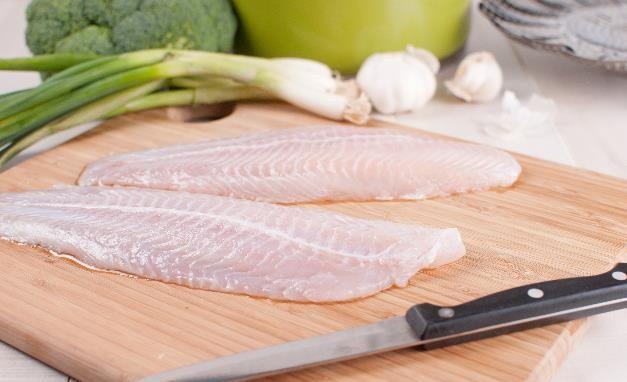 Đây là cách xử lý khi bị hóc xương cá, tránh những hậu quả không mong muốn - Ảnh 3.