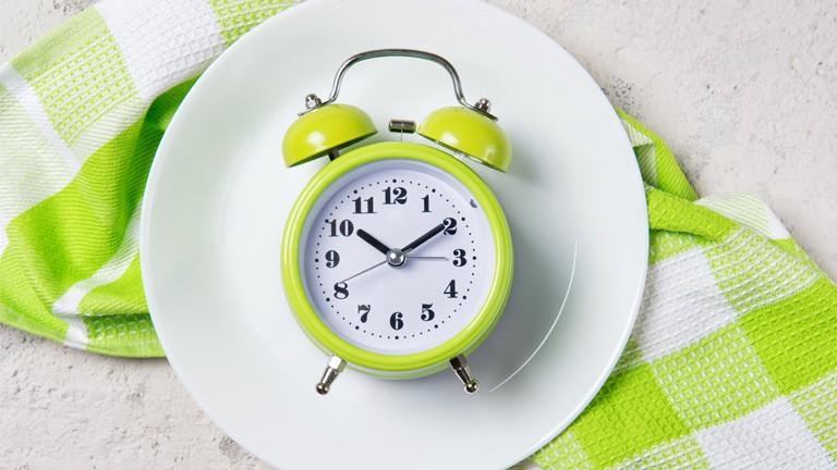 Chỉ trong 4 tuần nhịn ăn theo cách đơn giản mà người phụ nữ này đã giảm hẳn 4kg và hết luôn hội chứng ruột kích thích - Ảnh 1.