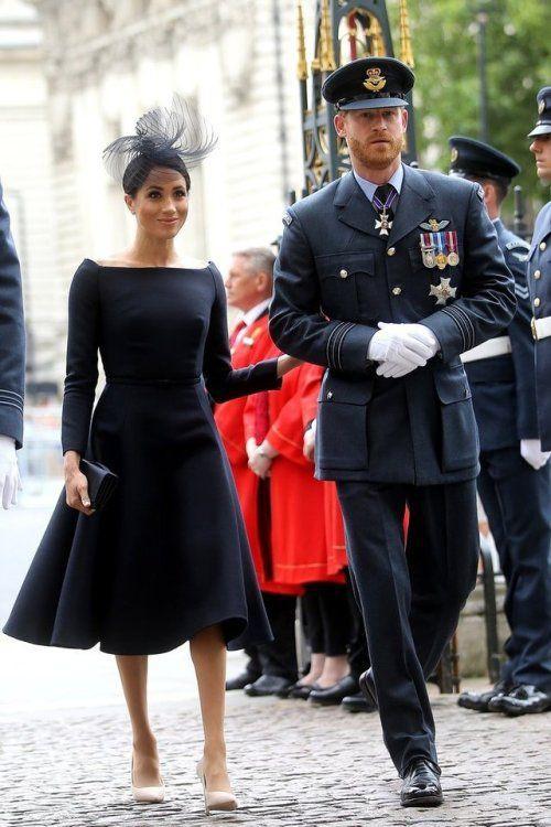 Chẳng màng hiềm khích cũ, Công nương Meghan vẫn chọn mặc đầm của nhà thiết kế từng chê bai cô trong chuyến thăm Ireland - Ảnh 2.