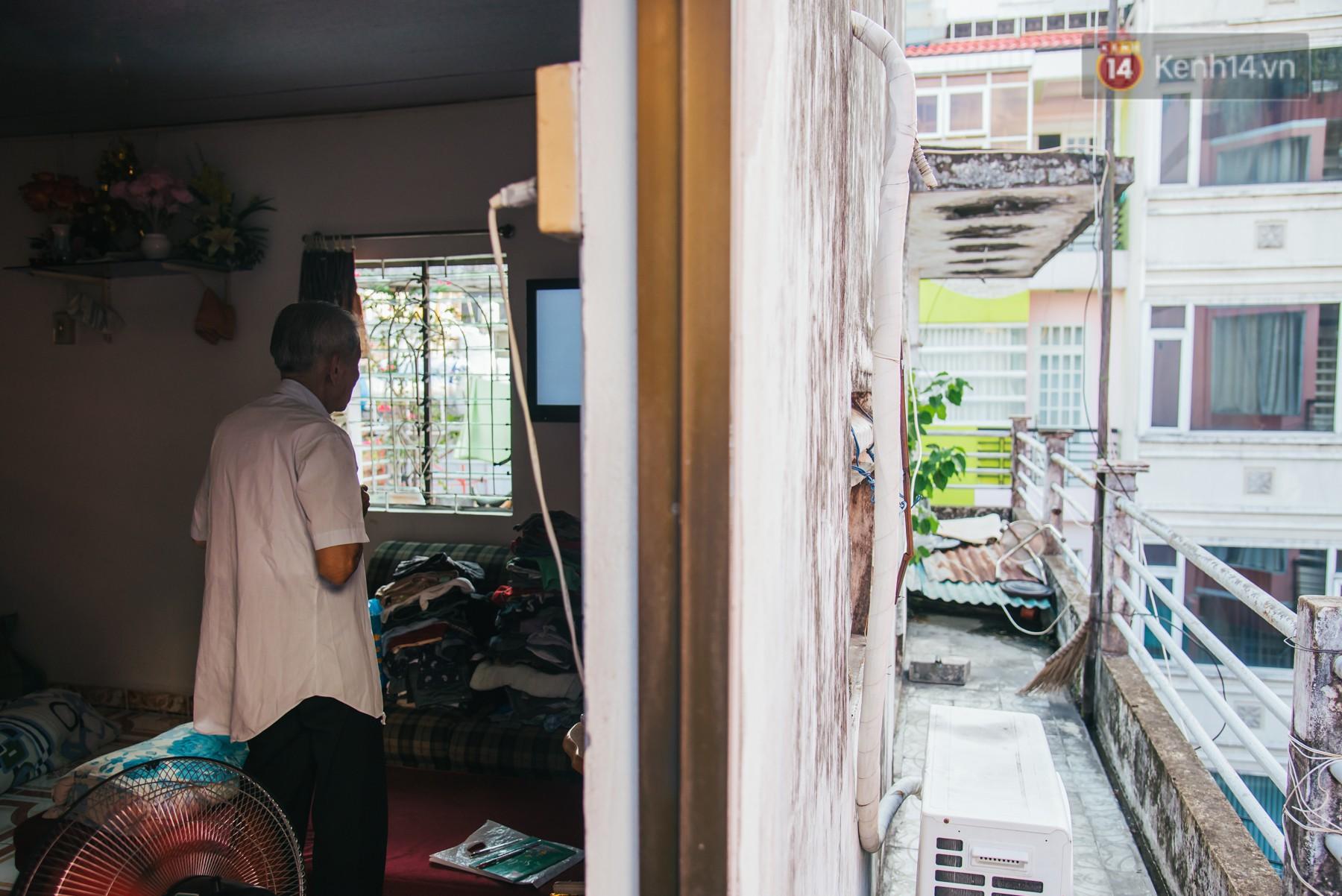 Chuyện ông cụ 77 tuổi ngồi ở thư viện Sài Gòn từ sáng đến tối mịt: Ăn cơm từ thiện, luyện học tiếng Anh - Ảnh 12.