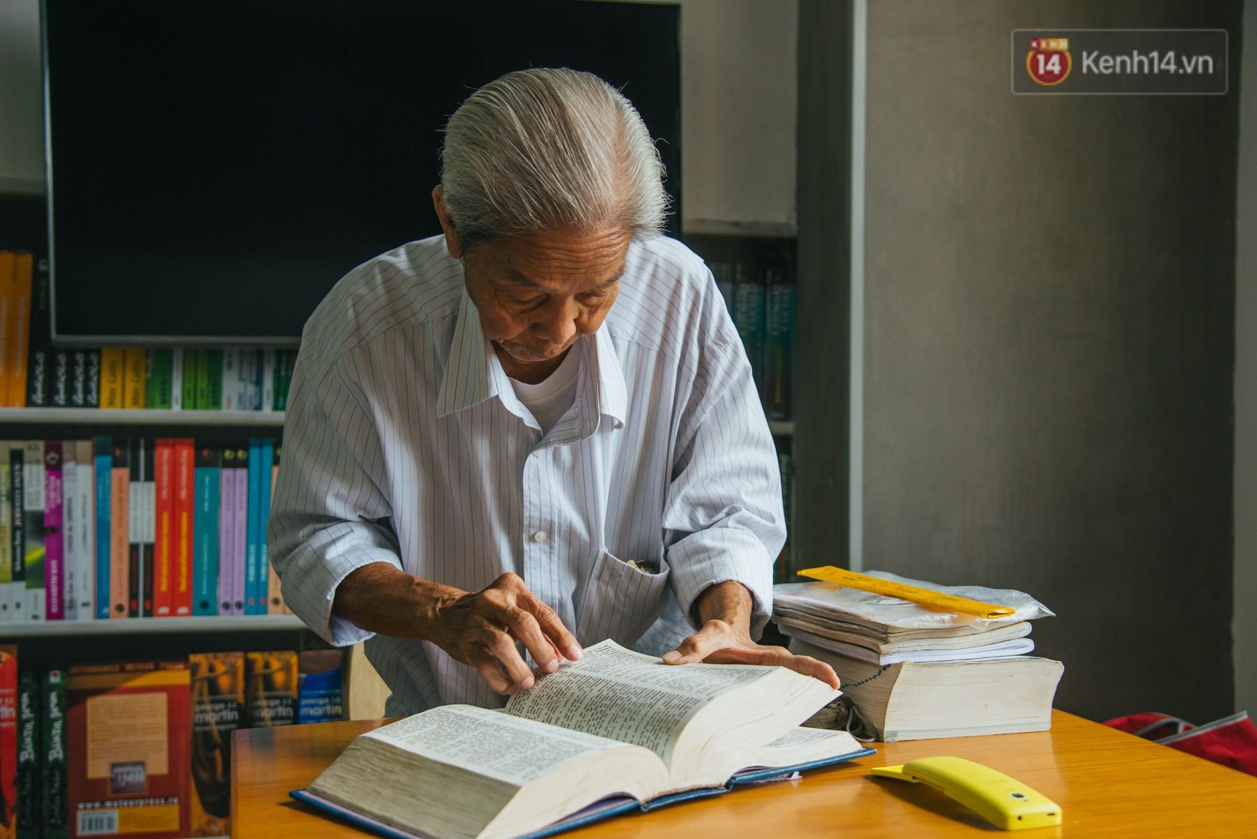 Chuyện ông cụ 77 tuổi ngồi ở thư viện Sài Gòn từ sáng đến tối mịt: Ăn cơm từ thiện, luyện học tiếng Anh - Ảnh 3.