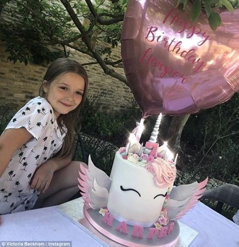 Công chúa nhỏ  Harper của nhà Beckham đón sinh nhật lần thứ 7 vô cùng hoành tráng bên bố mẹ  - Ảnh 4.