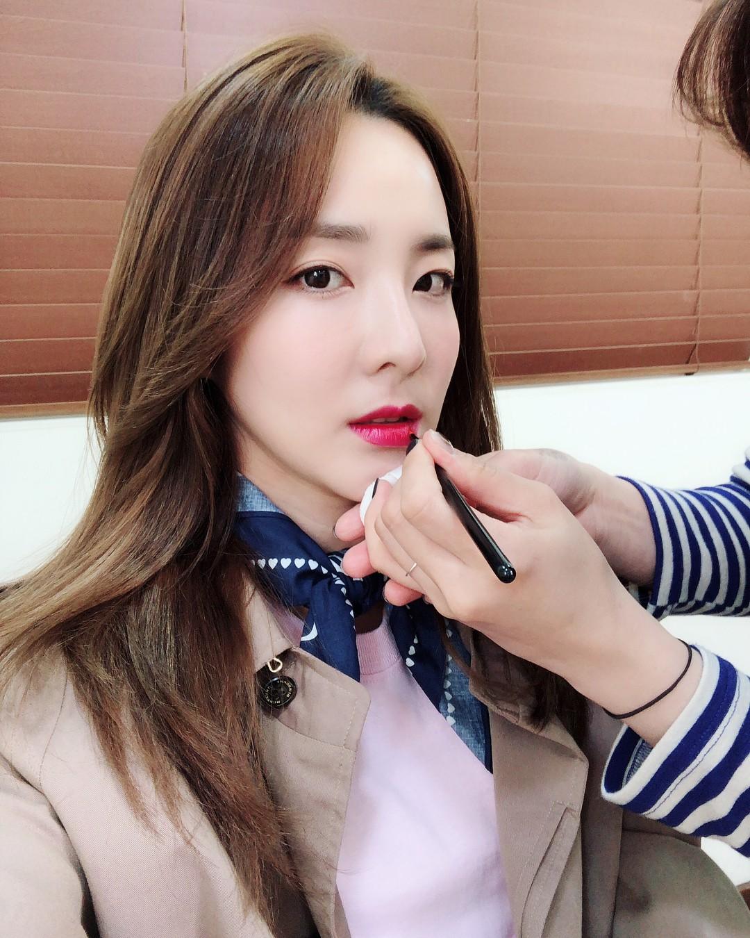 Không ngờ người đẹp không tuổi Dara U40 lại có cách níu giữ tuổi xuân đơn giản đến vậy - Ảnh 6.