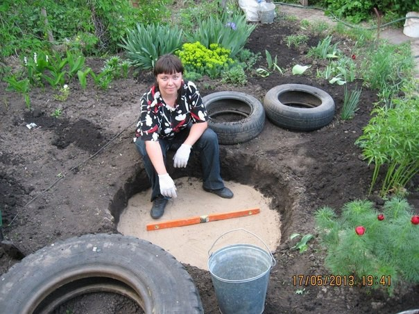 create-an-extraordinary-diy-pond-from-an-upcycled-old-tire-homesthetics-4-1531389135335163654052.jpg