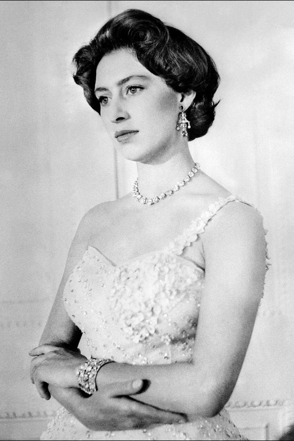 15 kiểu tóc ấn tượng của các người đẹp Hoàng gia: kiểu nào cũng hoàn hảo tựa như một tuyệt phẩm  - Ảnh 6.