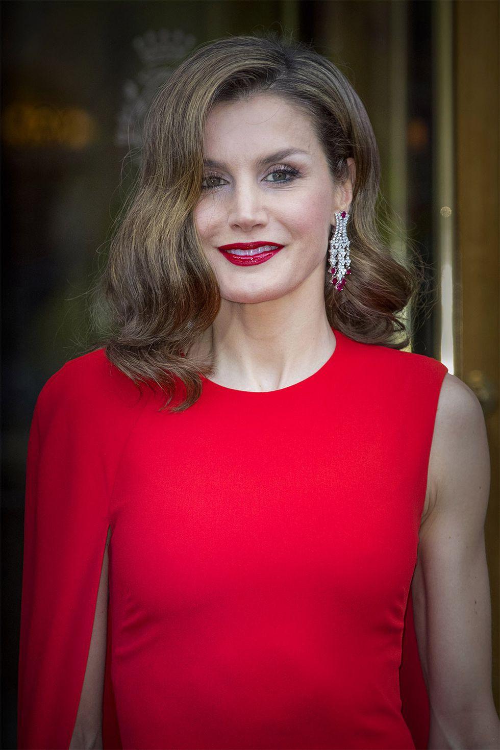 15 kiểu tóc ấn tượng của các người đẹp Hoàng gia: kiểu nào cũng hoàn hảo tựa như một tuyệt phẩm  - Ảnh 13.