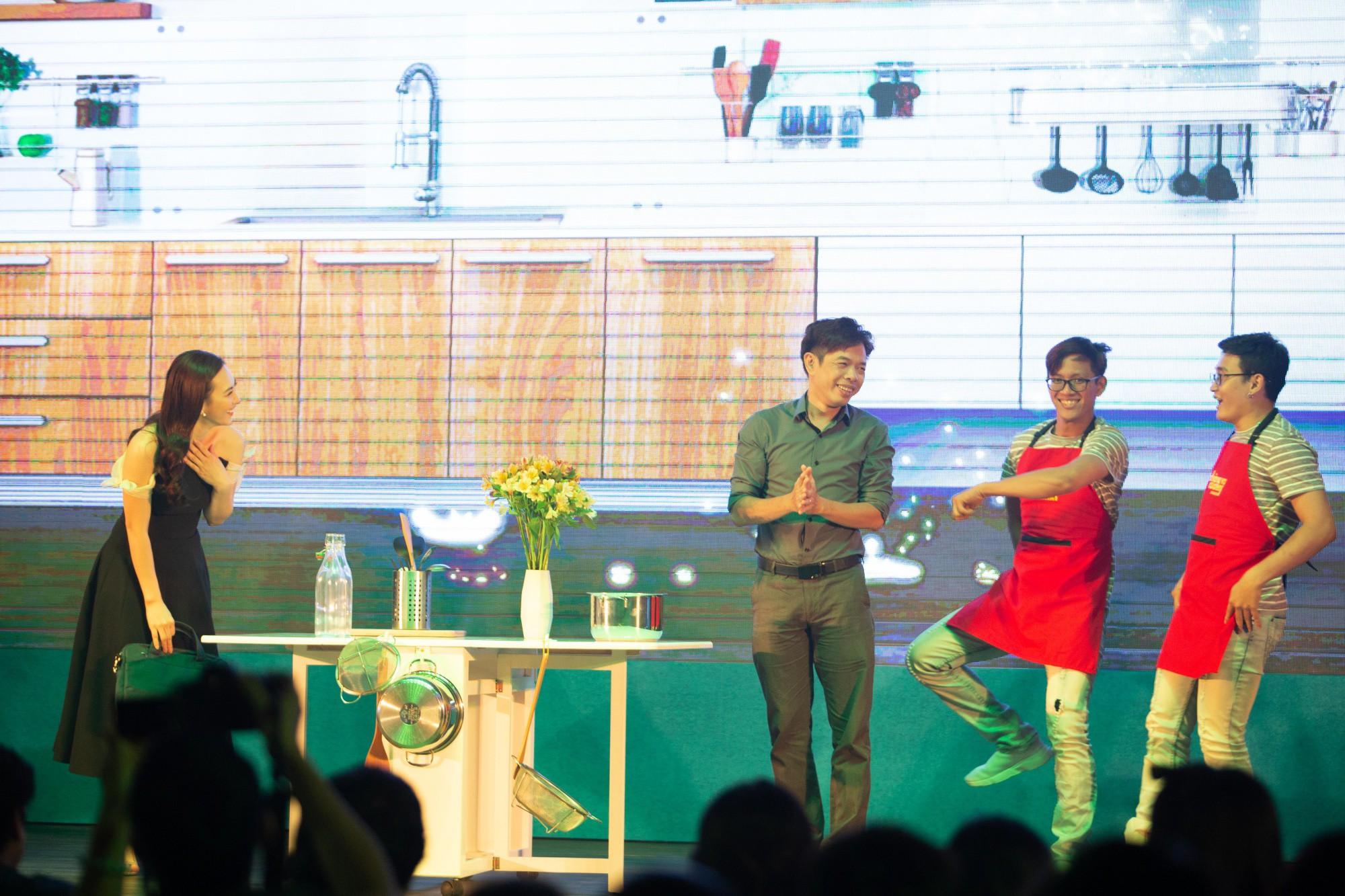 Thái Hòa gây cười không ngớt khi kể chuyện đã khỏa thân hơn 1 ngày trước đám đông  - Ảnh 7.