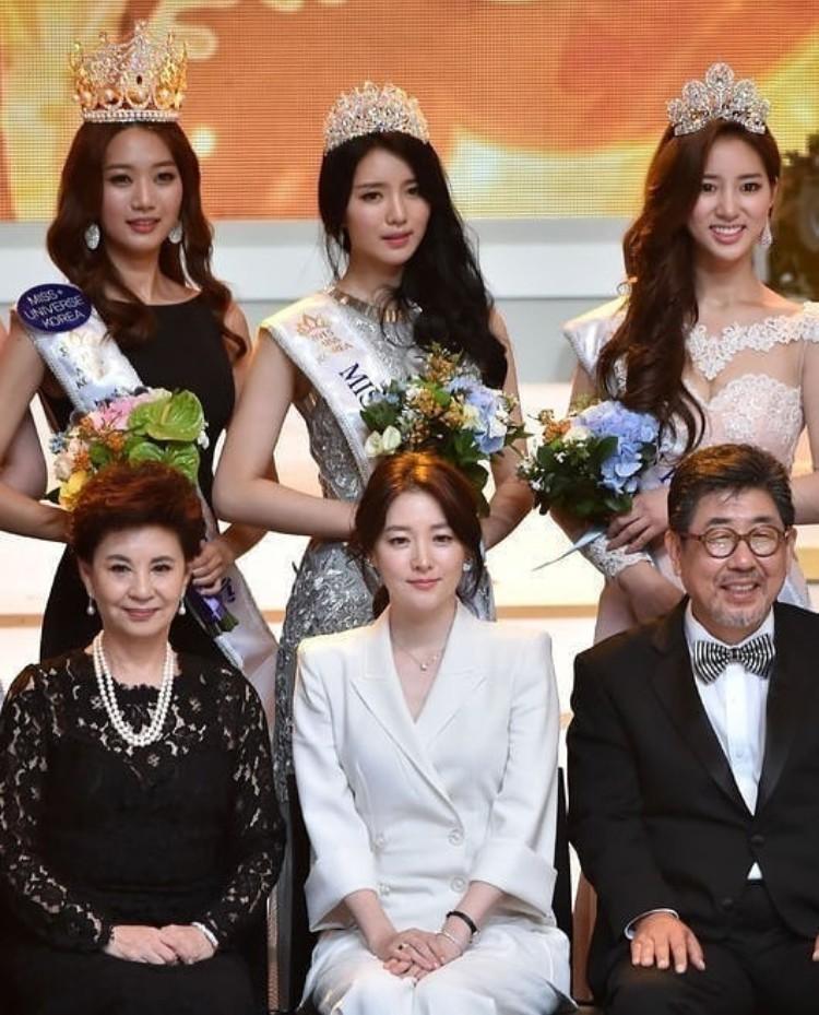 """Trớ trêu các cuộc thi sắc đẹp Hàn Quốc: Hoa hậu bị """"kẻ ngoài cuộc"""" lấn át nhan sắc ngay trong đêm đăng quang! - Ảnh 20."""