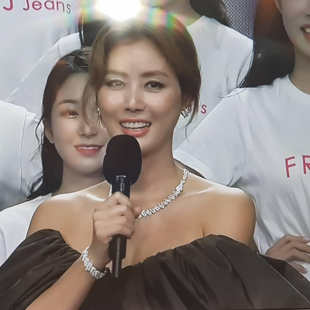 """Trớ trêu các cuộc thi sắc đẹp Hàn Quốc: Hoa hậu bị """"kẻ ngoài cuộc"""" lấn át nhan sắc ngay trong đêm đăng quang! - Ảnh 6."""
