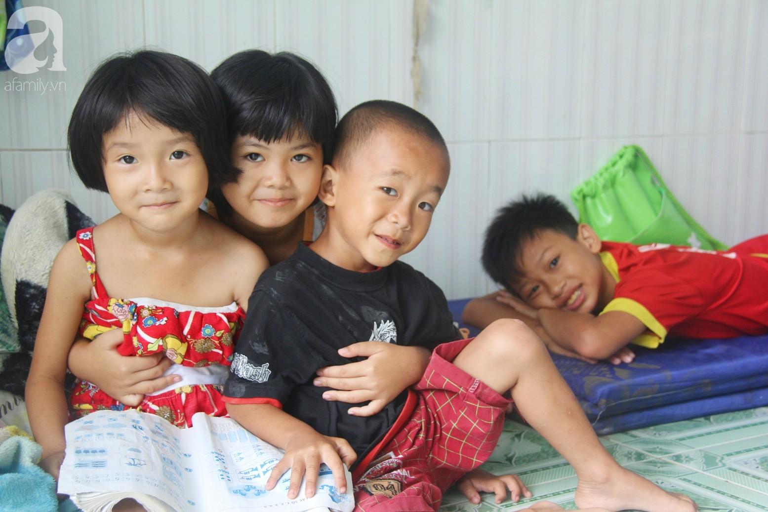 Phép màu đến với 8 đứa trẻ sống nheo nhóc bên bà ngoại già bại liệt: Tụi con ăn cơm với cá thịt và sắp được đến trường - Ảnh 3.