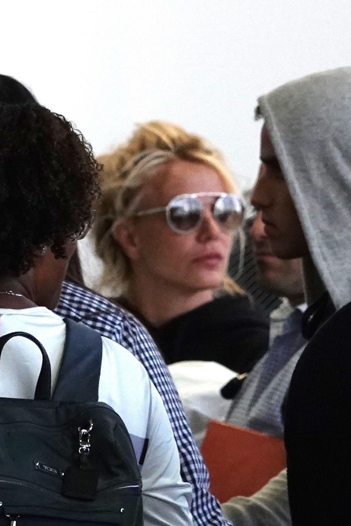 Xuề xòa hết sức ra sân bay, Britney Spears bị netizen Hàn dìm hàng tơi tả - Ảnh 2.