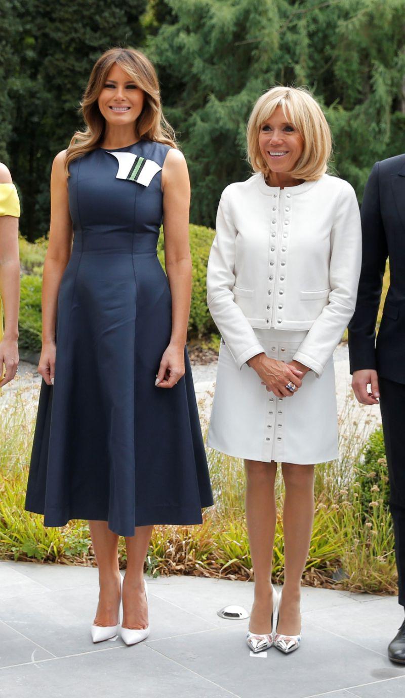 Cùng một khung hình mới thấy khác biệt trong phong cách của Đệ nhất phu nhân Mỹ và Pháp lớn đến thế nào - Ảnh 2.