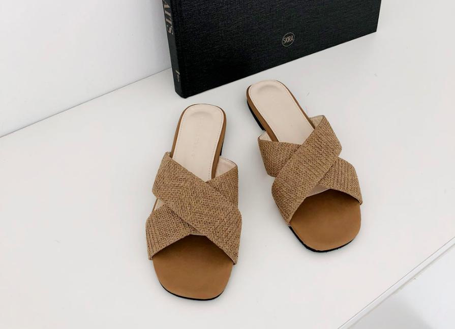 Vẫn biết là nhàm chán nhưng liệu các nàng có thể sống thiếu 7 kiểu giày dép này - Ảnh 23.