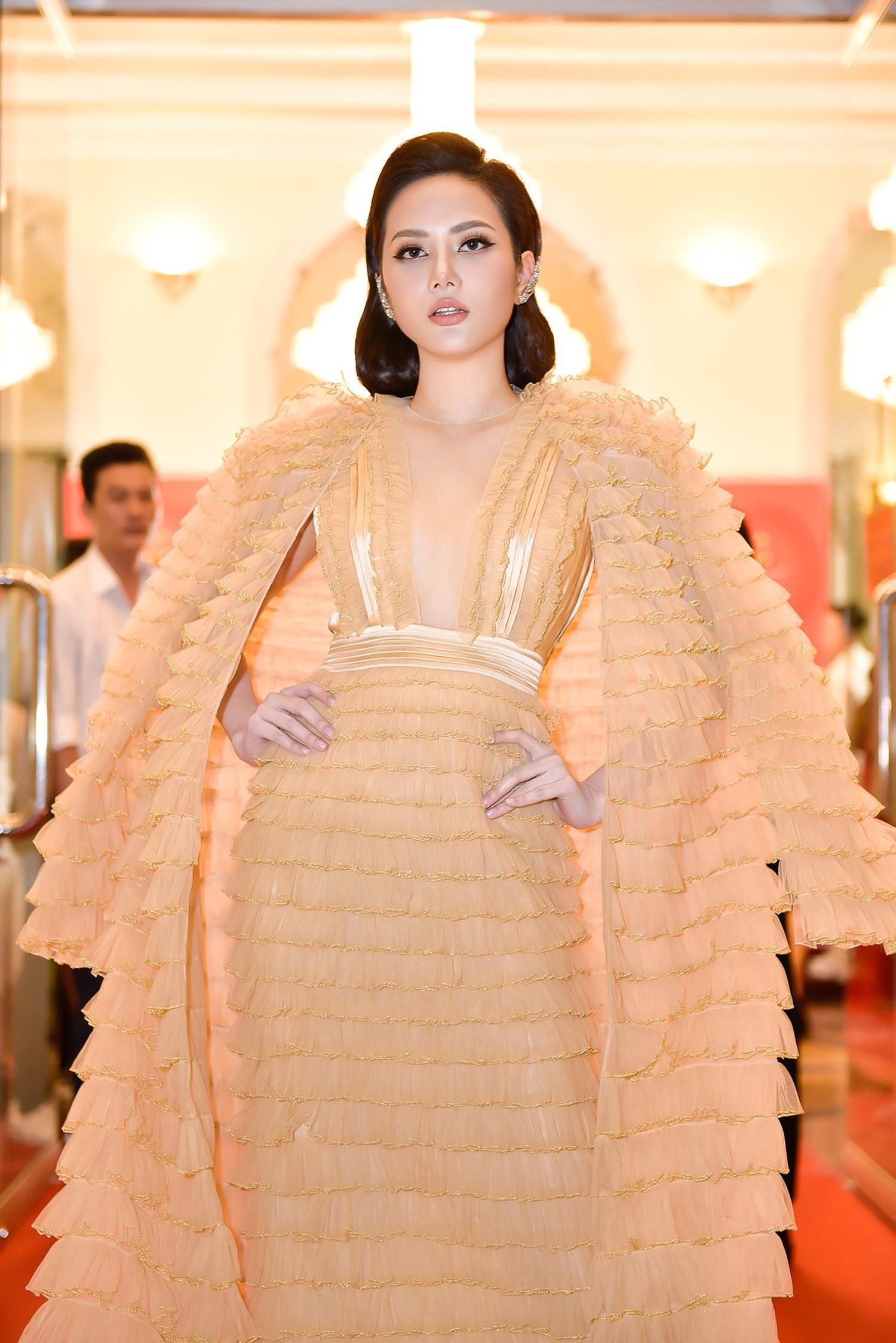 Hứa Vĩ Văn hóa quý ông lịch lãm, Hoa hậu Diệu Linh diện đầm độc nổi bật  - Ảnh 3.