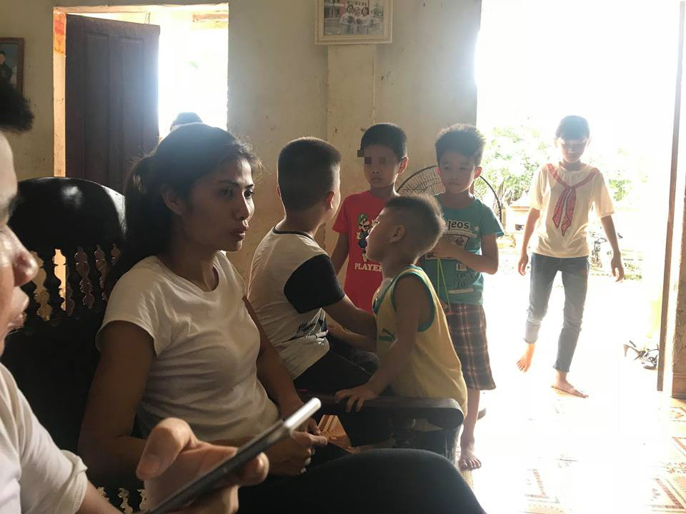 Trao nhầm con ở Ba Vì, Hà Nội: 2 đứa bé đã được đoàn tụ, hồn nhiên chơi đùa vui vẻ cùng nhau - Ảnh 2.