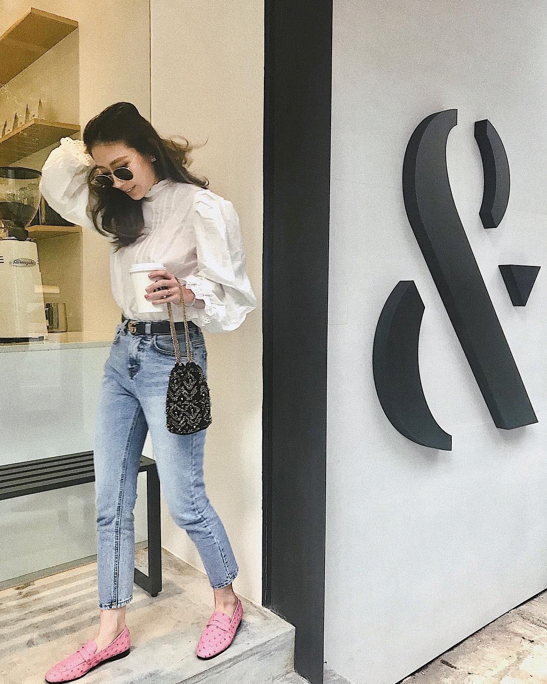 Đừng nghĩ mặc jeans là không điệu được, cứ nhìn các nàng blogger lên đồ cực xinh qua 15 set đồ này sẽ biết ngay - Ảnh 13.