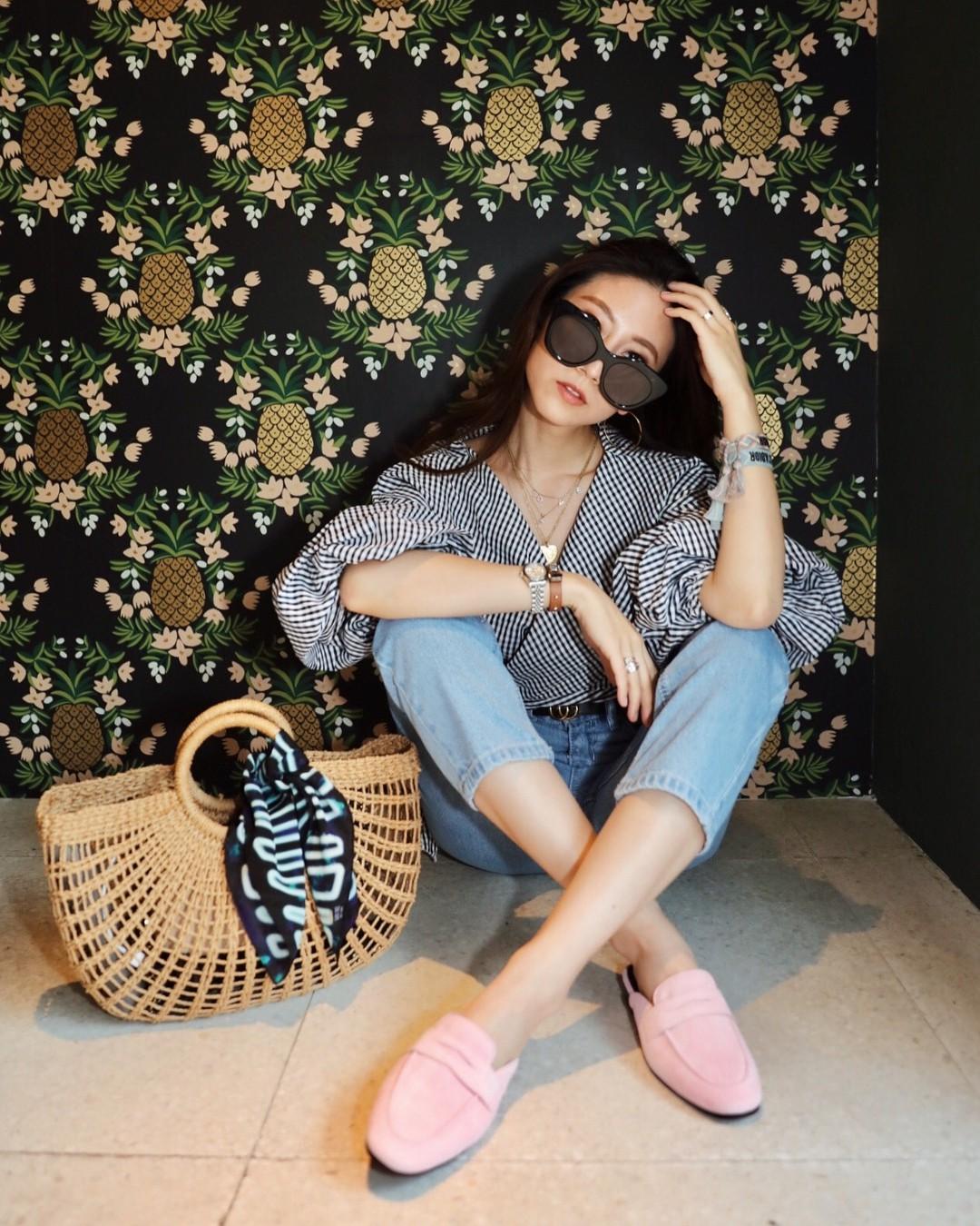 Đừng nghĩ mặc jeans là không điệu được, cứ nhìn các nàng blogger lên đồ cực xinh qua 15 set đồ này sẽ biết ngay - Ảnh 14.