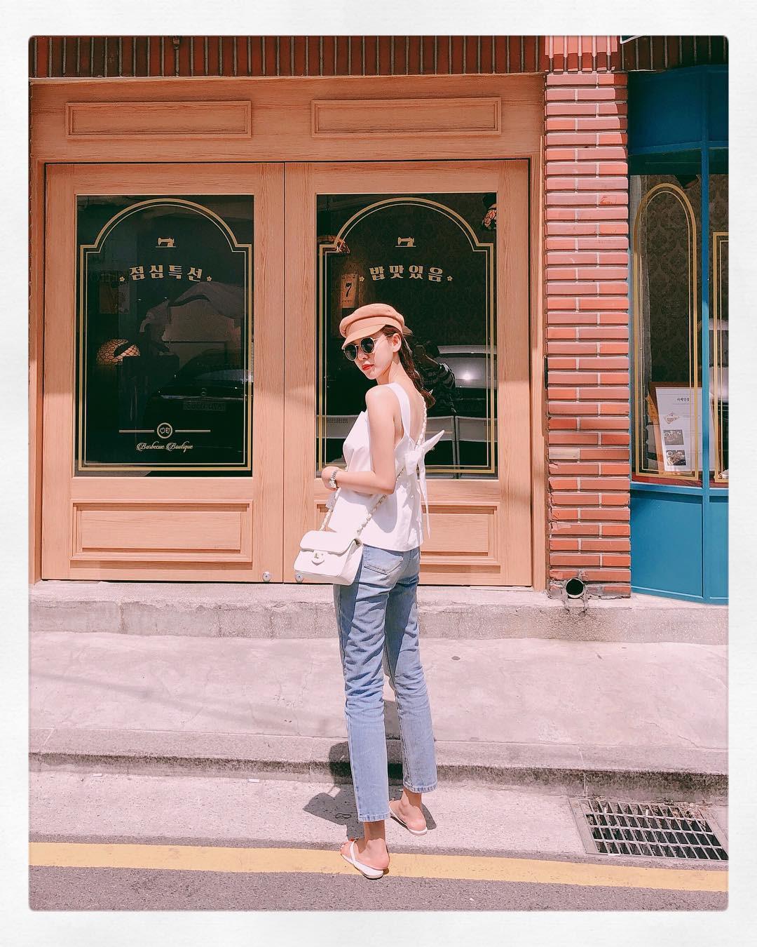 Đừng nghĩ mặc jeans là không điệu được, cứ nhìn các nàng blogger lên đồ cực xinh qua 15 set đồ này sẽ biết ngay - Ảnh 11.
