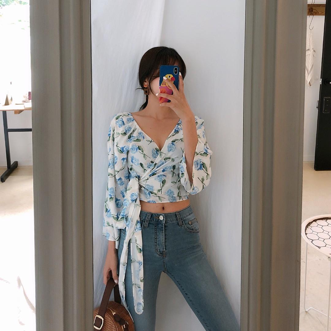 Đừng nghĩ mặc jeans là không điệu được, cứ nhìn các nàng blogger lên đồ cực xinh qua 15 set đồ này sẽ biết ngay - Ảnh 6.