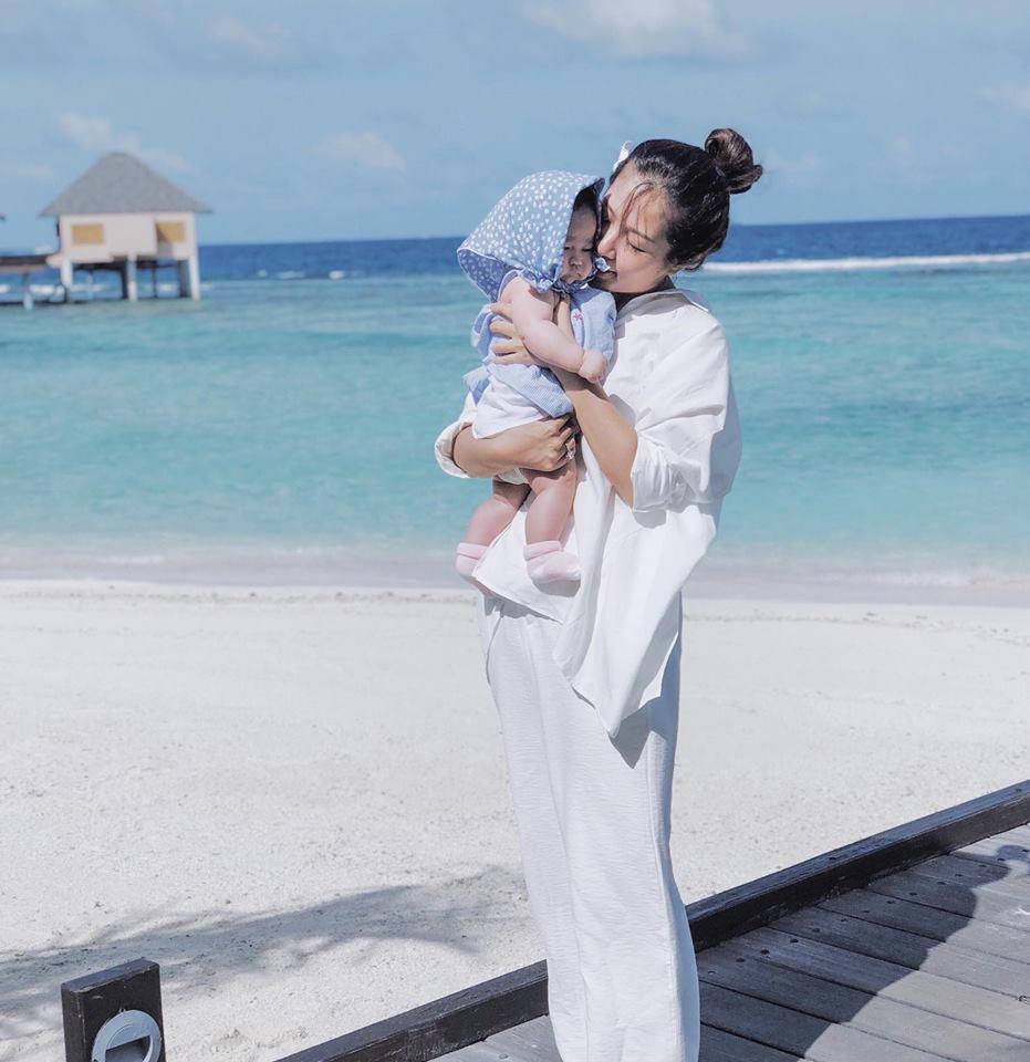 Nàng Hoa hậu người Việt tại Mỹ chia sẻ bí quyết dù con bé tí hin vẫn cùng chồng đi thiên đường tình yêu Maldives lãng mạn - Ảnh 24.