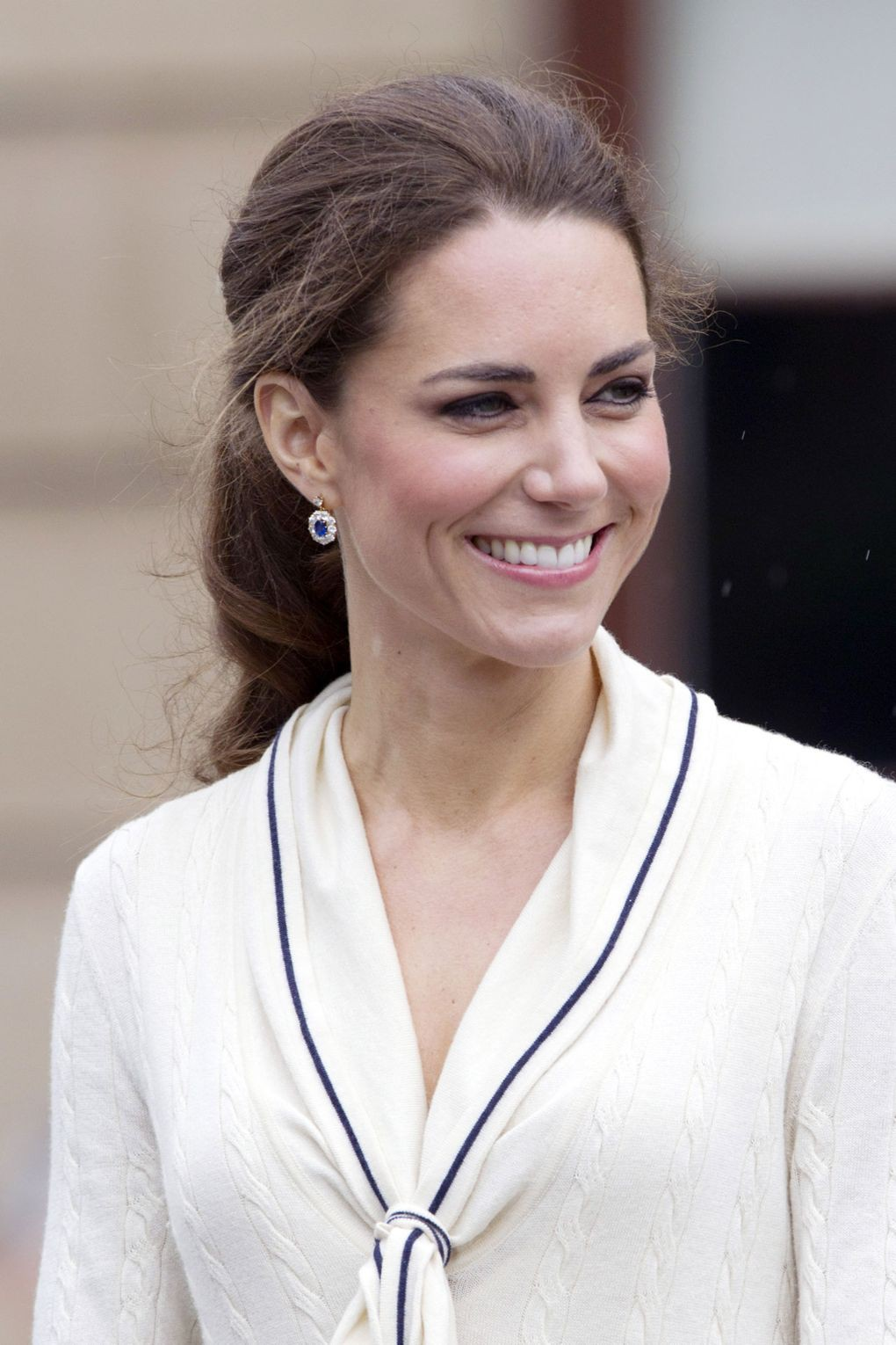 duchess-cambridge-18_v_8jun12_rex_b