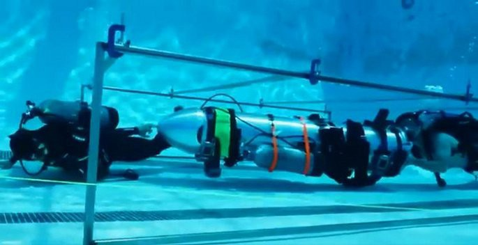 Thợ lặn người Anh nói tàu ngầm của tỷ phú Elon Musk vô dụng và chỉ là chiêu trò PR - Ảnh 1.