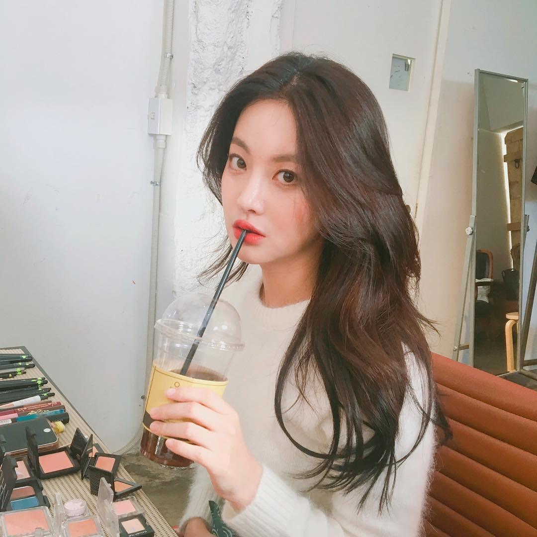 Ngoài nữ hoàng dao kéo Park Min Young, 4 nhan sắc thẩm mỹ này cũng được khen hết lời vì nhìn tự nhiên - Ảnh 6.