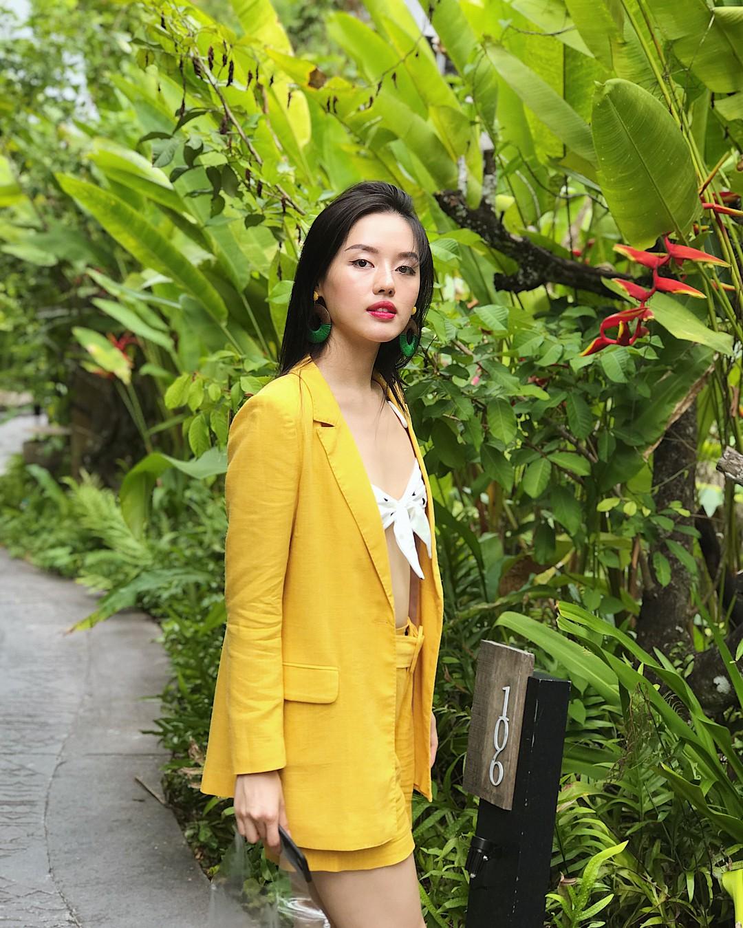 Học theo Kate và Meghan, các người đẹp Việt cũng đang diện váy áo vàng tươi chói lòa - Ảnh 12.