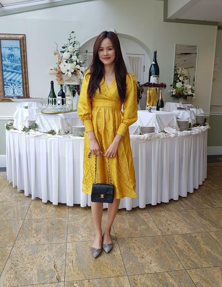Học theo Kate Middleton và Meghan Markle, các người đẹp Việt cũng đua nhau diện gam màu vàng tươi nắng hè - Ảnh 13.