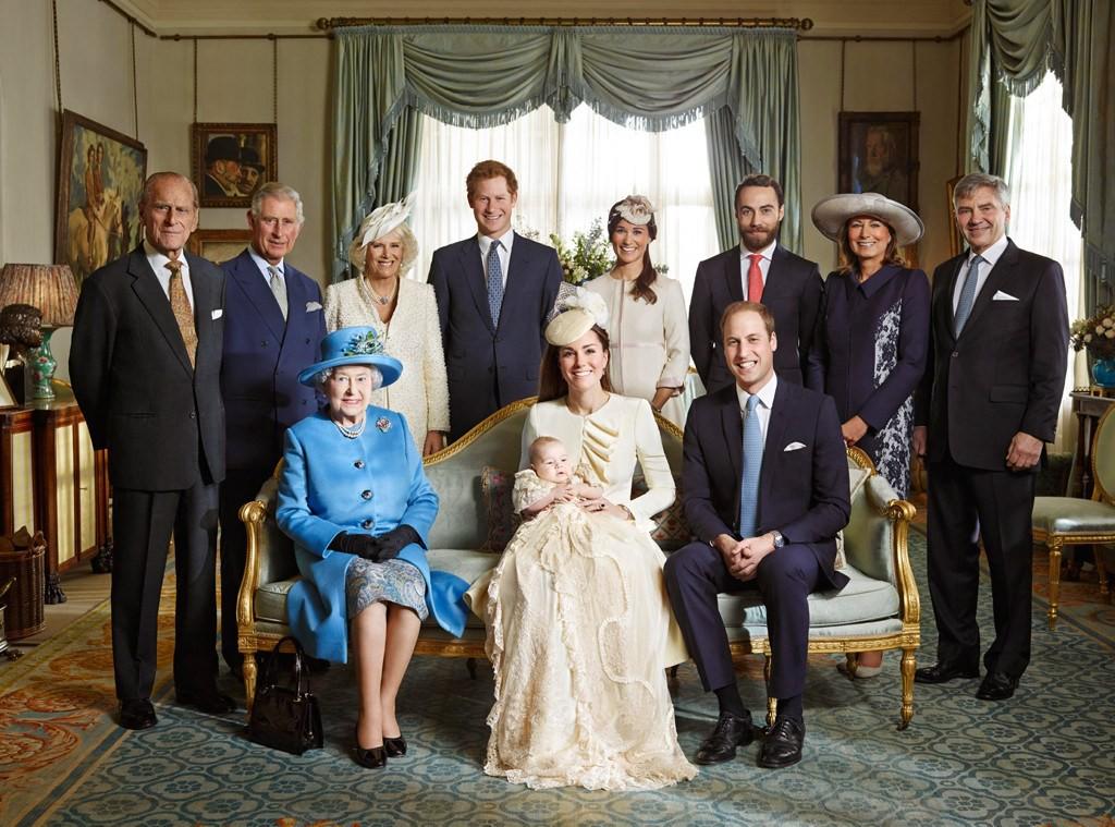 Meghan Markle bị cho là thích chơi trội khi diện váy lệch tông hoàn toàn so với Kate Middleton và mẹ chồng trong ảnh tập thể - Ảnh 5.