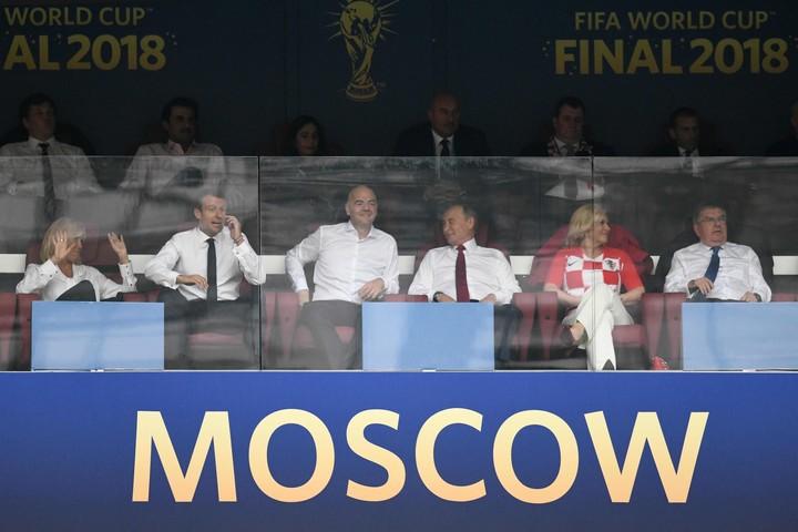 Những khoảnh khắc hài hước không thể nào quên của các vị nguyên thủ quốc gia trong trận Chung kết World Cup 2018 - Ảnh 1.