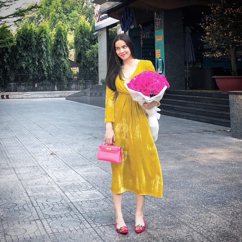 Học theo Kate và Meghan, các người đẹp Việt cũng đang diện váy áo vàng tươi chói lòa - Ảnh 6.